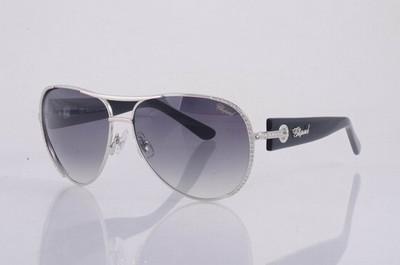 essaye de lunette en ligne Voici comment essayer des lunettes en ligne et acheter des lunettes en ligne quand vous êtes occupé par un emploi ou autre activité pour aller en boutique.